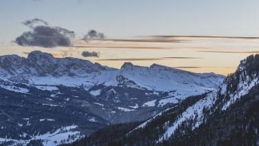 Winterliche Berge im Abendlicht