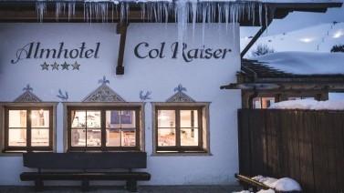 Abendämmerung im Skihotel in Südtirol