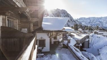 Winterliche Morgenstimmung Hüttenflair Skirulaub Südtirol
