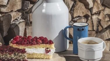 Kuchen und Kaffee im Hotel in Gröden