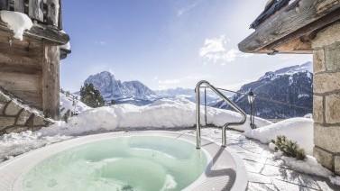 Whirlpool mit Blick auf die Dolomiten