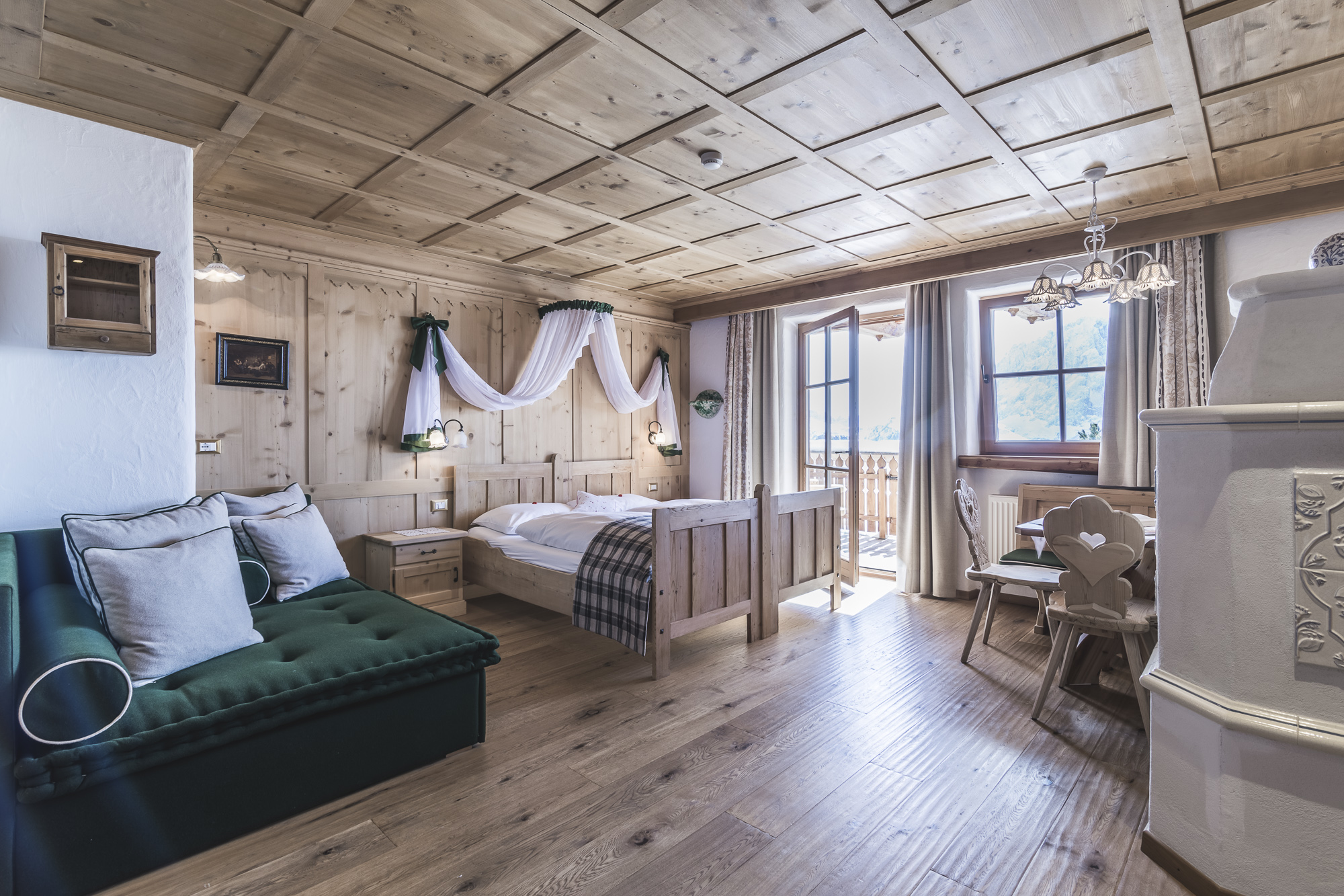 Suite with fine woods Val Gardena