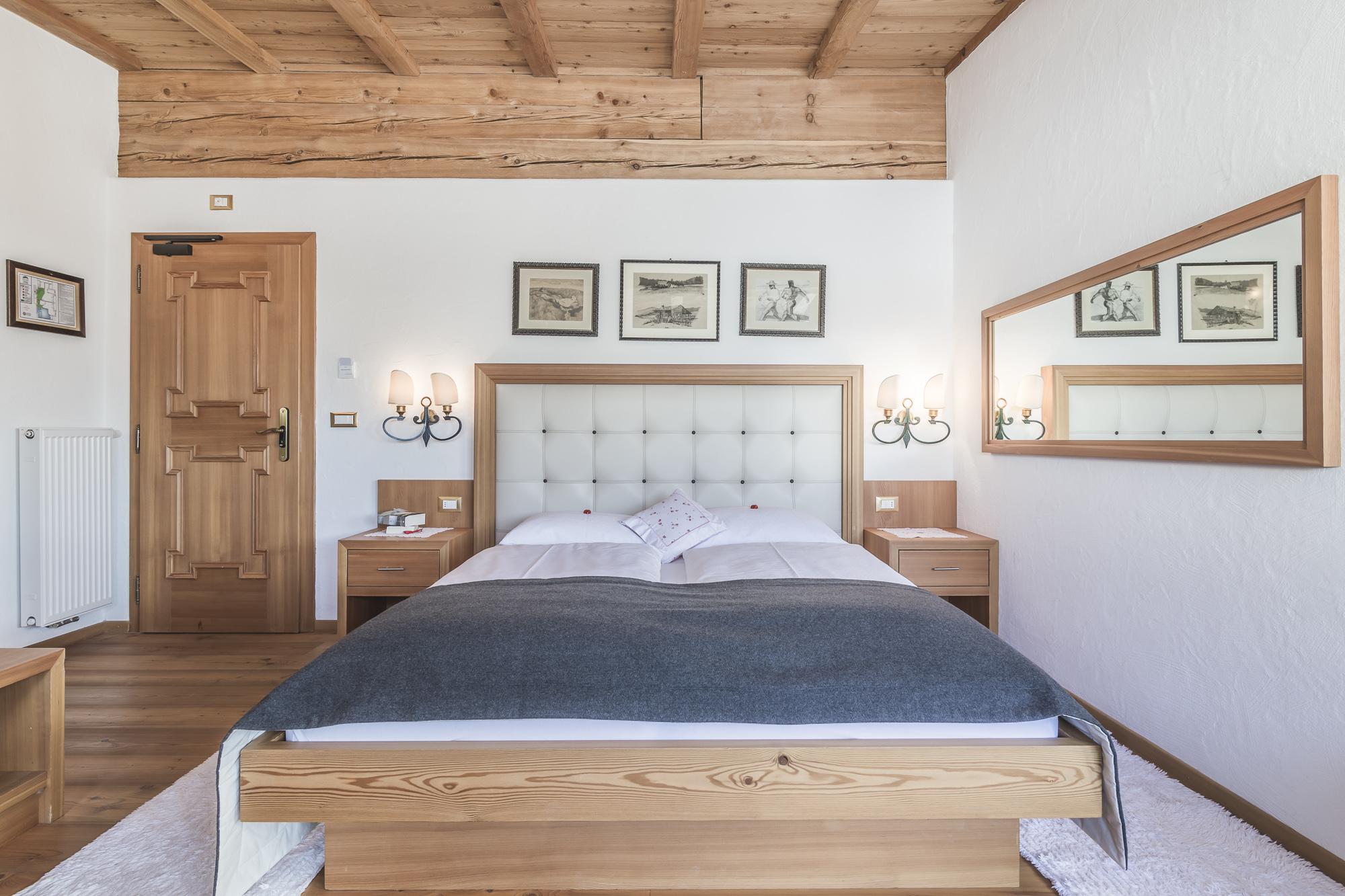 Junior suite almhotel col raiser hotel in st christina for Berghotel design