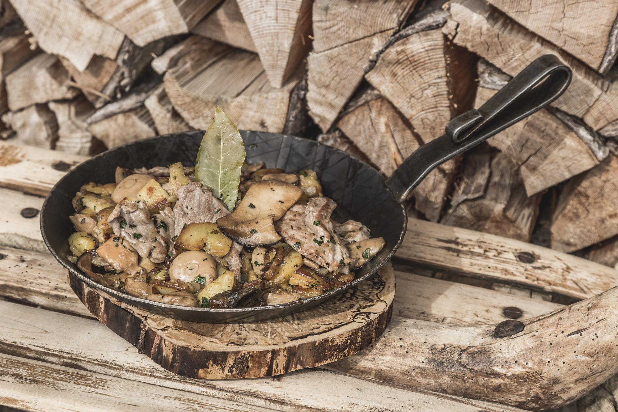 Die schmackhafte Küche Südtirols in Gröden genießen