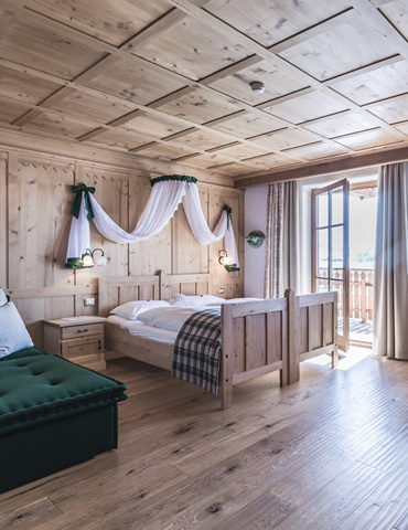 Suites in South Tyrolean style wooden rooms Dolomites